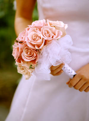budget wedding planning the floral bouquet how to save eau claire