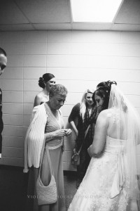 26-grandma-seeing-bride-for-first-time