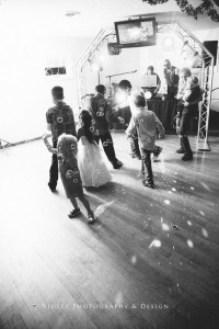 61-wedding-reception-kids-playing-in-bubbles