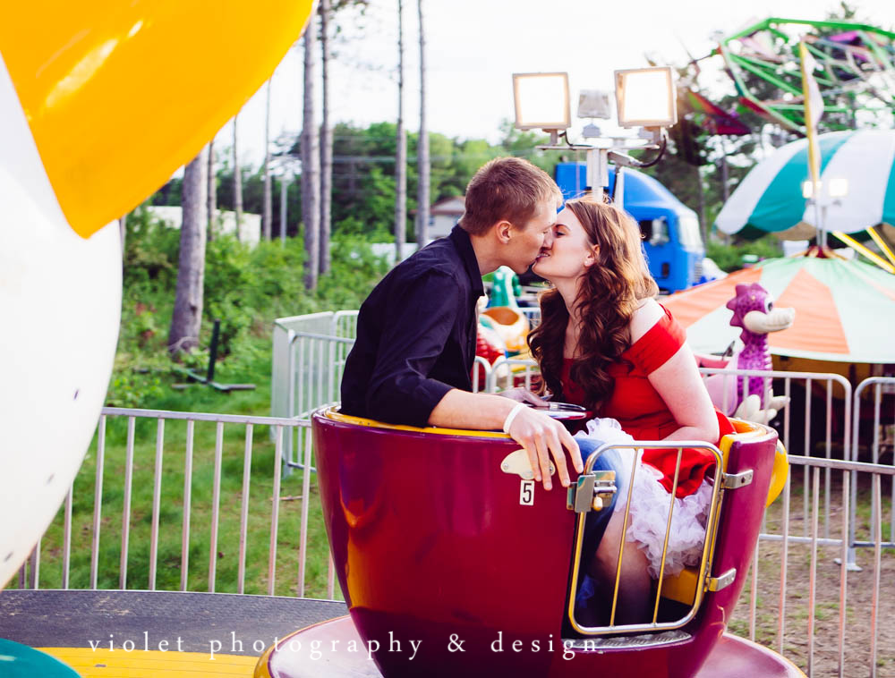 couple in teacups kissing